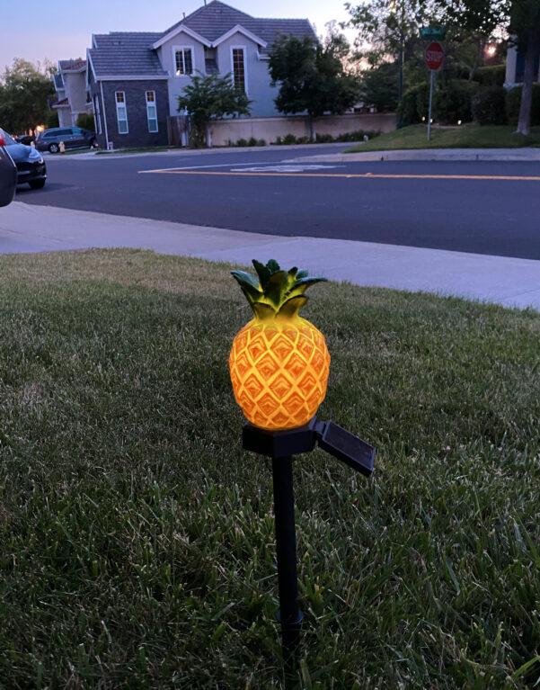 B0011 Pineapple solar garden stake light Lingbusiness