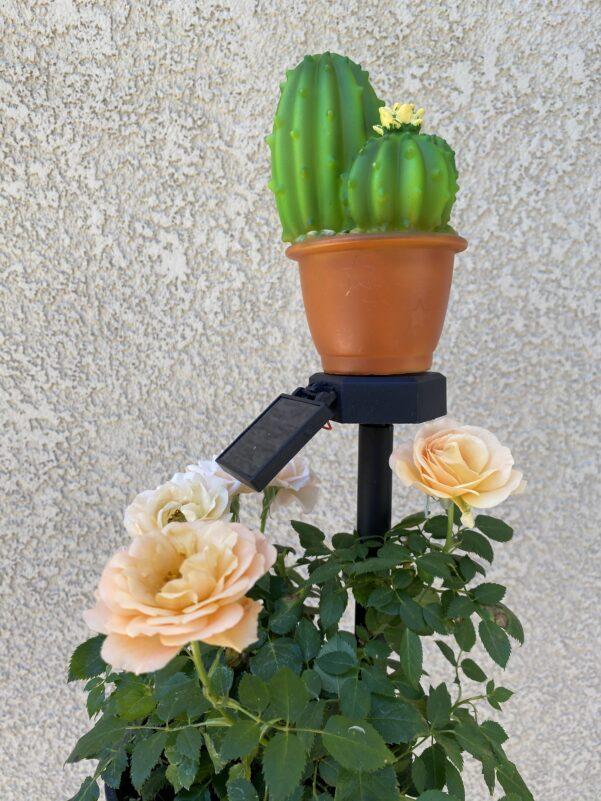 B0012 Cactus solar garden stake light Lingbusiness